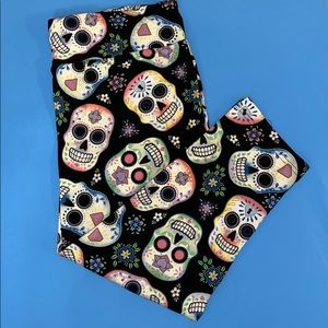 NWT LEGGINGS CANDY SKULL/DAY IF THE DEAD 💀 💀